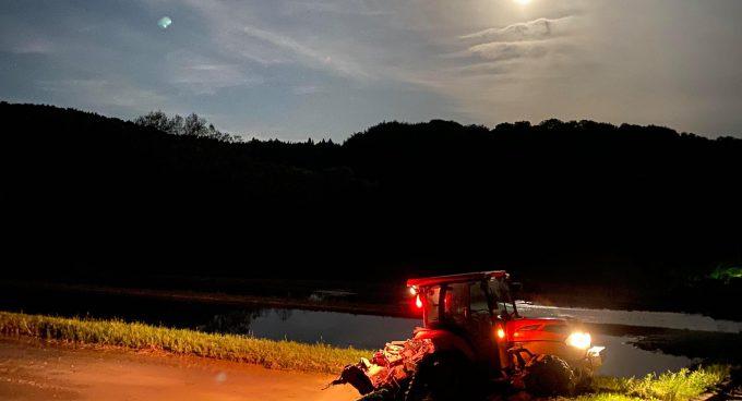 トラクターと月