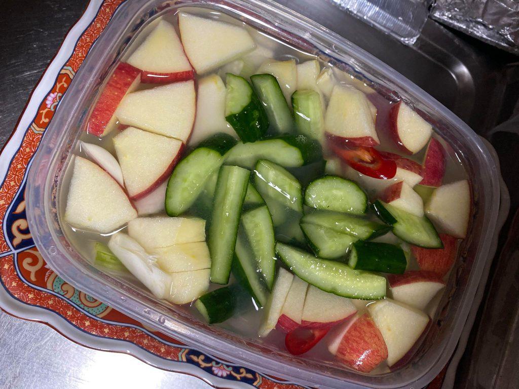 水キムチ作りレシピ、りんごと漬け込む