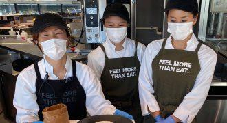 金沢FOODCLUBで働くKNOWCHのメンバー