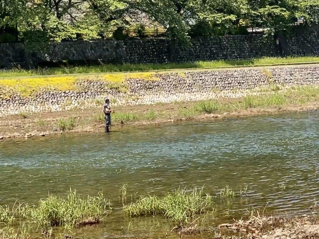 石川県金沢の犀川の釣り人