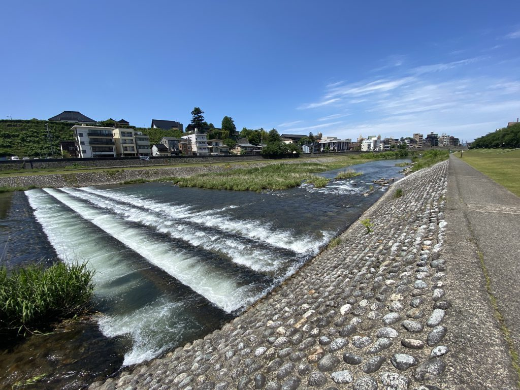 石川県犀川の夏